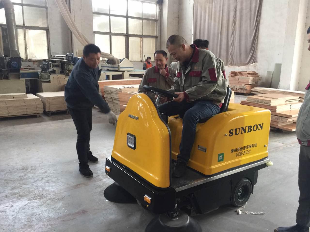 电动扫地机在木业公司试扫效果非常满意