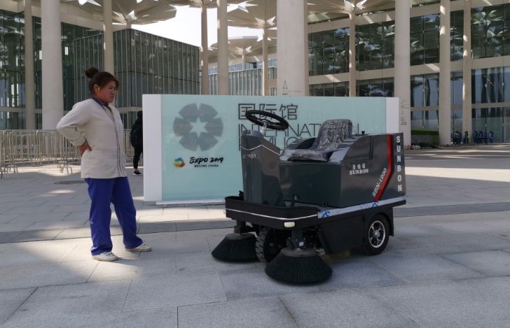 小型电动扫地车走进2019北京世园会