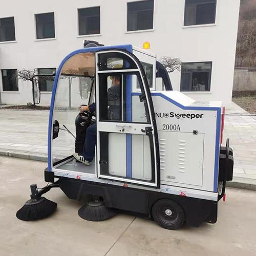 沐鸣2官方注册工厂用小型扫地车保洁非常必要