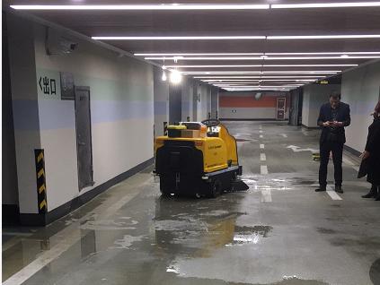 沐鸣2官方注册学校扫地车的普及势在必行
