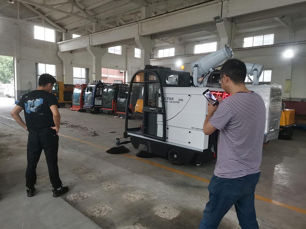 沐鸣2官方注册常州新北某工业园区客户来厂考察体验电动扫地机